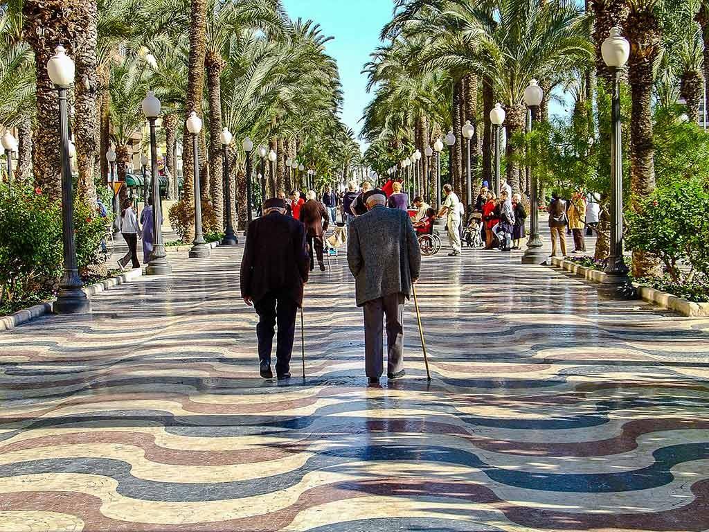 Dec. 2003: Terug op straat in Alicante met Sony